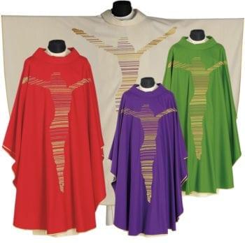 """Casula """"Crocifisso"""" Maranatha Lab in tessuto misto lana con figura del Cristo Crocifisso ricamato nelle tonalità sfumate dall'oro al rosso"""