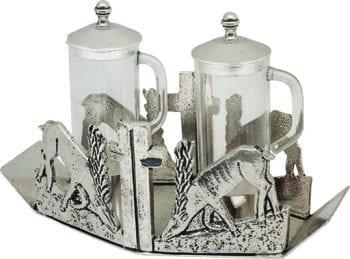 """Ampolline """"Cerve"""" Maranatha Lab con riporti in fusione di bronzo e base decorata da figure di cervi e motivo cruciforme"""