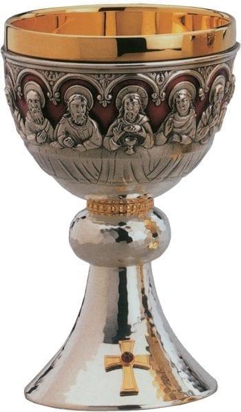 calice romanico Ultima Cena con figure a sbalzo degli Apostoli e di Gesù e impreziosito da croce con pietra rosso rubino