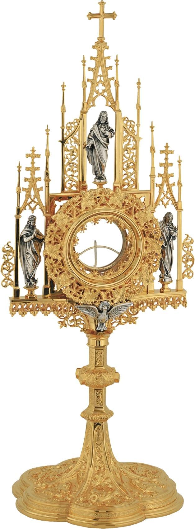 Ostensorio stile gotico francese, un autentico gioiello di arte sacra, impreziosito da decorazioni gotiche e statue delle Virtù nei pinnacoli della teca