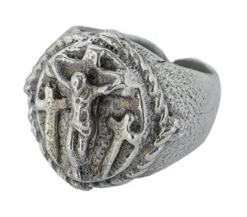 """Anello """"Crocifissione"""" Maranatha Lab in argento cesellato a mano con effigie stilizzata del Crocifisso"""