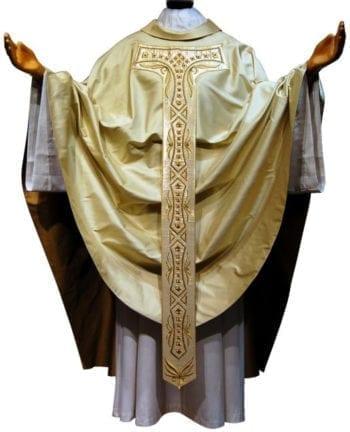 """Casula taglio gotico """"Ortensia"""" in pura seta con stolone cruciforme ricamato a motivi geometrici e floreali"""