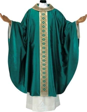 """Casula solenne """"Margherita"""" in pura seta dal taglio classico con collo e stolone dorati ricamati con motivi geometrici"""
