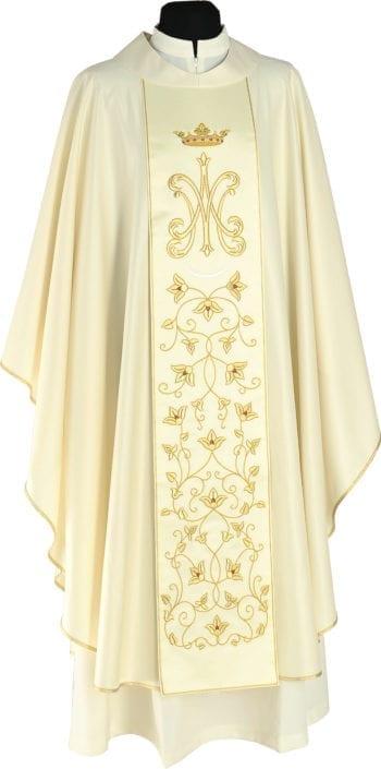 """Casula """"Maria"""" Maranatha Lab dal taglio classico con stolone impreziosito da simbolo mariano coronato e ricami floreali in oro"""