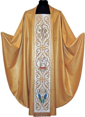 """Casula con stolone """"Cedri"""" in lamè oro con tessuto impreziosito da ricami florali tono su tono e stolone ricamato in oro con simboli Jhs, Agnello e pavoni"""