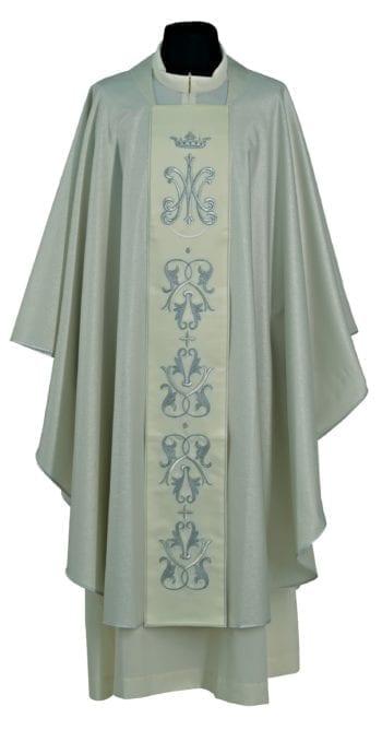 """Casula """"Chiesa"""" Maranatha Lab in tessuto lana, impreziosita da stolone con ricami mariani e decori argentei."""