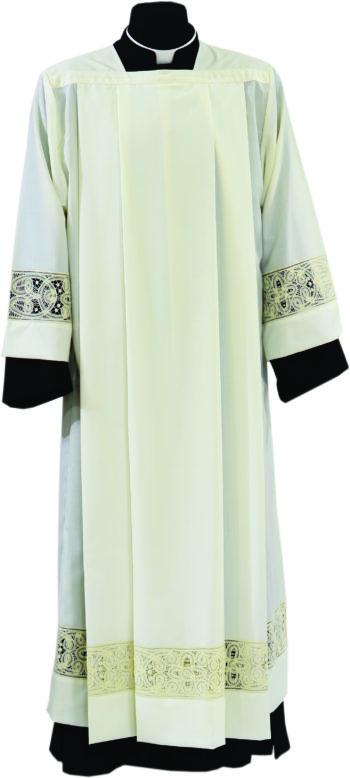 """Camice """"Marcello"""" Maranatha Lab in tessuto misto lana con pizzo rinascimentale applicato ai bordi."""