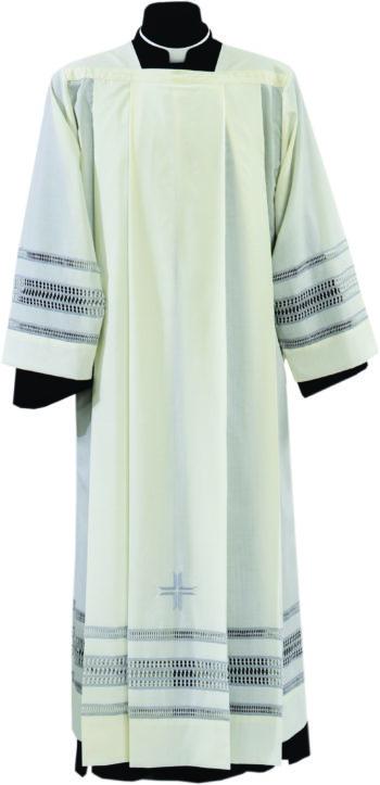 """Camice """"Yves"""" Maranatha Lab in tessuto misto lana con ricamo gigliuccio ai bordi realizzato a mano."""