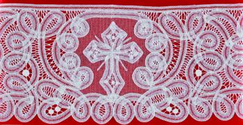 """Bordo """"Zurigo"""" Maranatha Labin lino decorato con pizzo rinascimentale e simbolo cruciforme realizzato a mano."""
