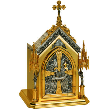Gothic altar tabernacle in two-tone brass with precious decoration of the Lamb of God and seven seals. Finished in a 24-karat gold bath