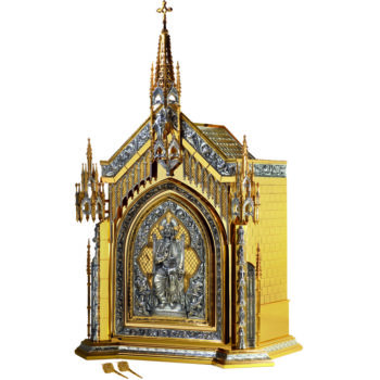 Gothic table tabernacle made of brass with rich Gothic ornamentation depicts the Creator on the door, the Holy Spirit and the Sacred Heart of Jesus and the twelve Apostles on the sides