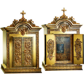Molina Renaissance table tabernacle in gilded brass decorated with bas-reliefs on the doors of the double door, both internally and externally.